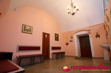 Centrul Medical Napomedica Gherla Cluj - Sala asteptare pediatrie