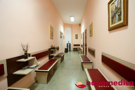 Centrul Medical Napomedica Gherla Cluj - Sala asteptare etaj